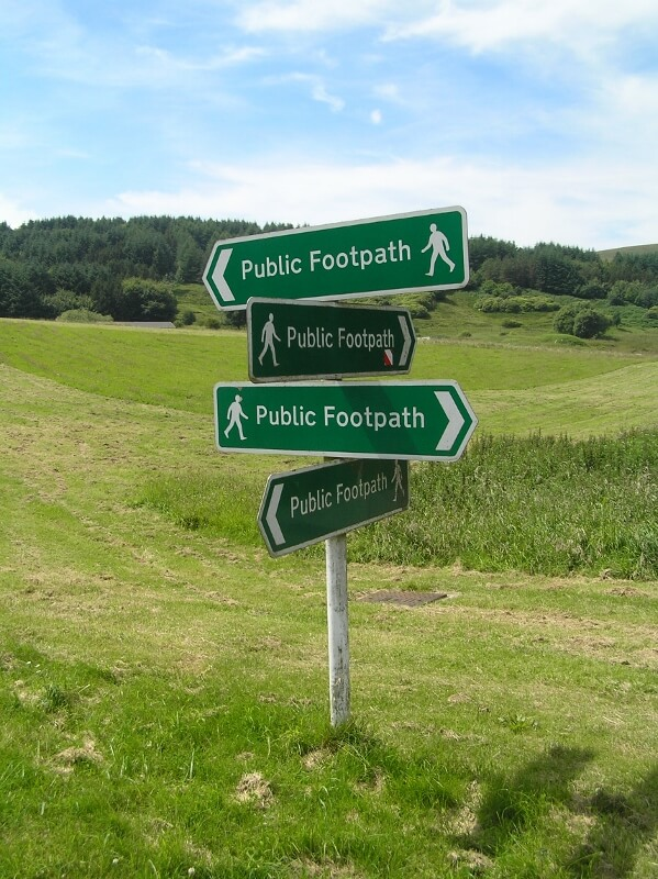 Footpath signs at The Frith. Image courtesy of Ali Quas-Cohen