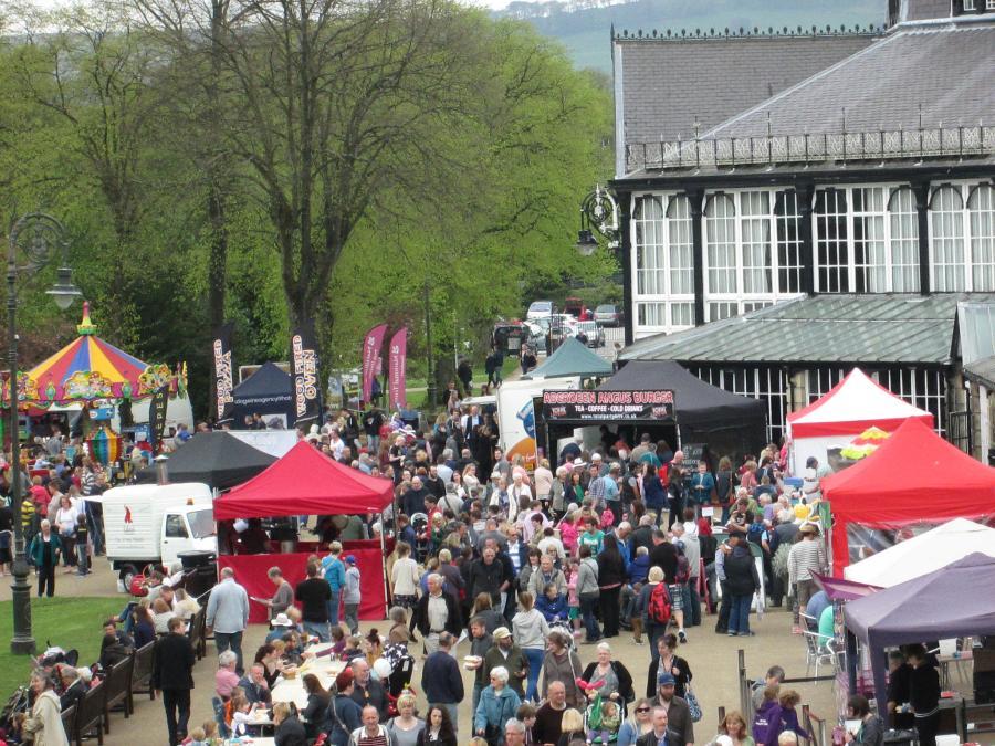 Crowds on the Pavilion Gardens promenade